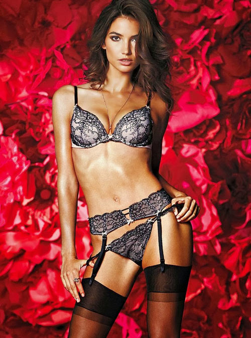 Victoria's Secret tung BST nội y Valentine nóng bỏng - 9