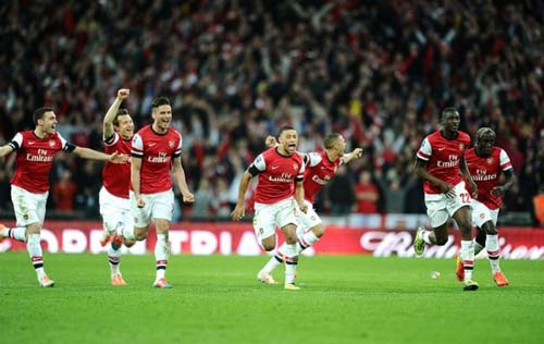 Arsenal: Coi chừng trắng tay - 2