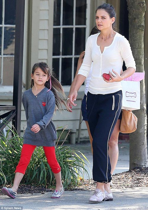 Suri theo mẹ Katie Holmes tới phim trường - 6