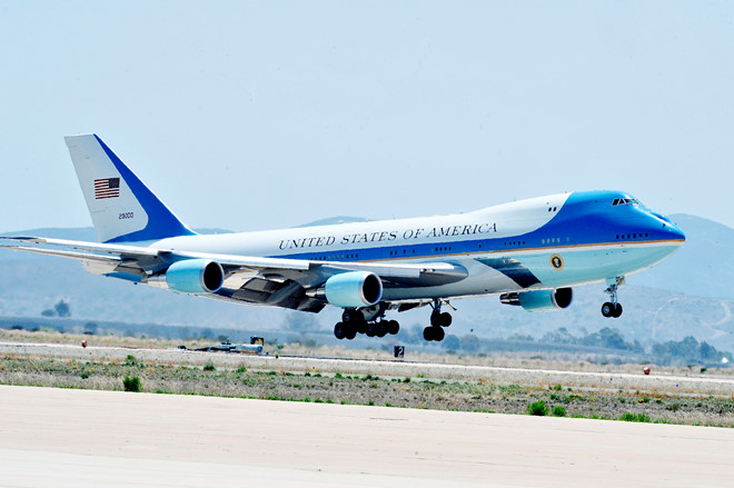 TT Trump điều Air Force One đưa linh cữu Bush 'cha' về Washington - 1